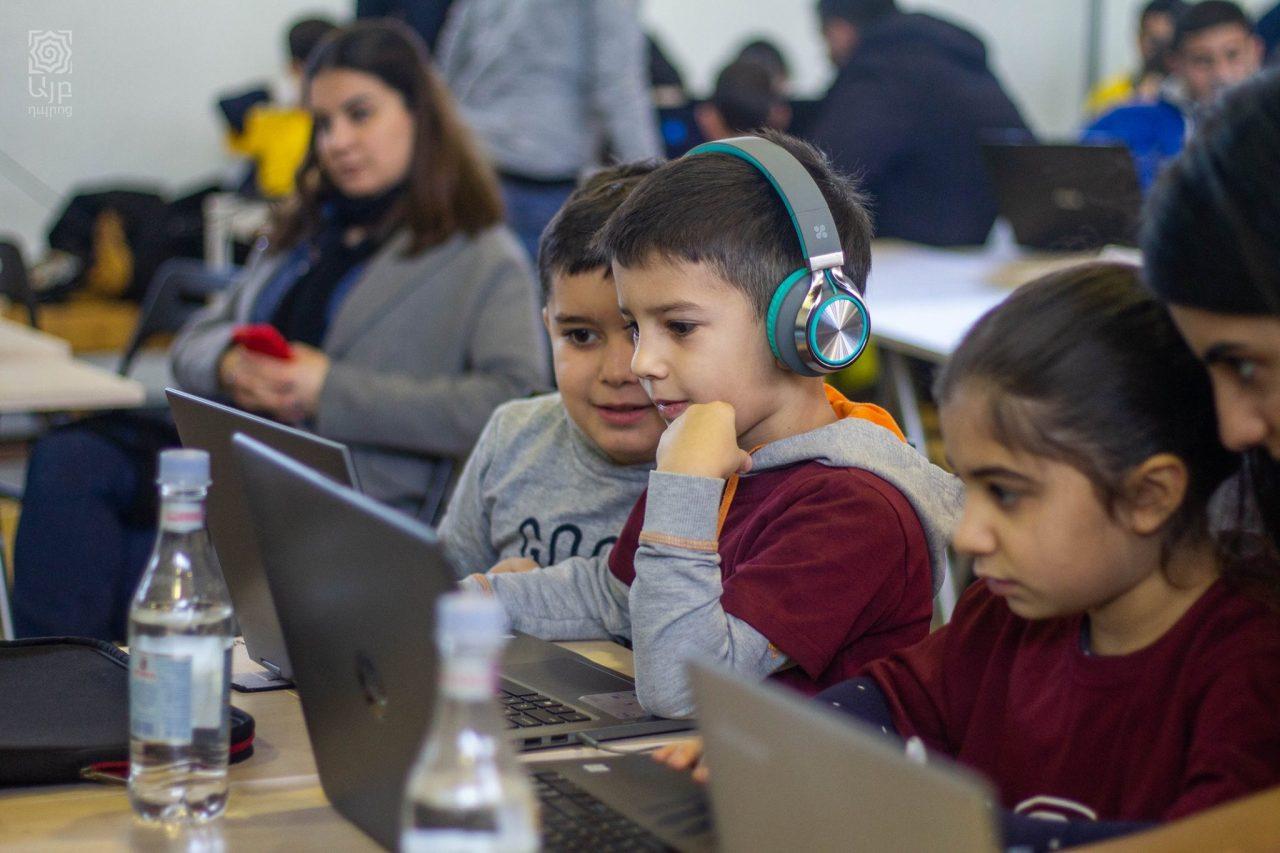250-ից ավելի դպրոցական մասնակցել է Hour of Code միջոցառմանը