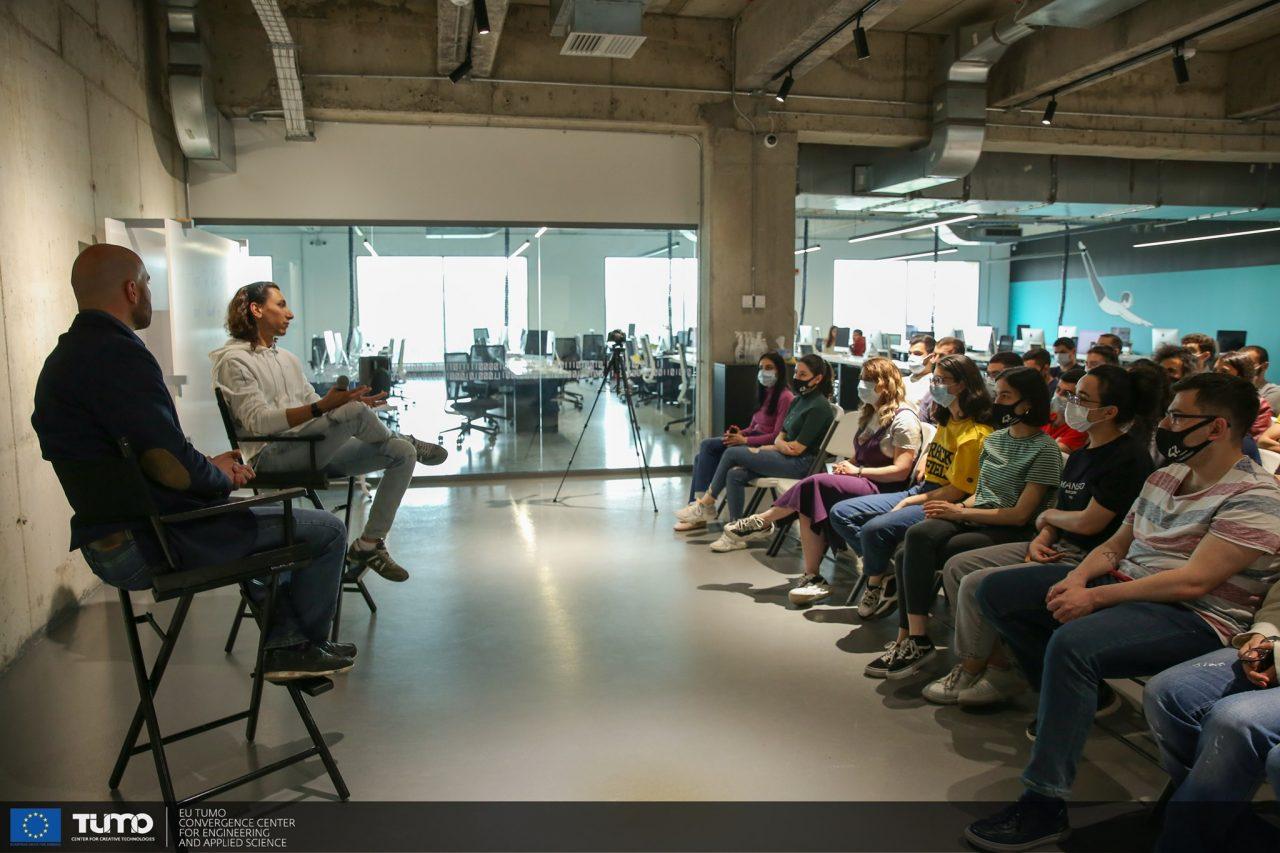 42 Երևանի ուսանողները հանդիպում են ունեցել ManyChat ստարտափի հիմնադիր Մայք Յանի հետ
